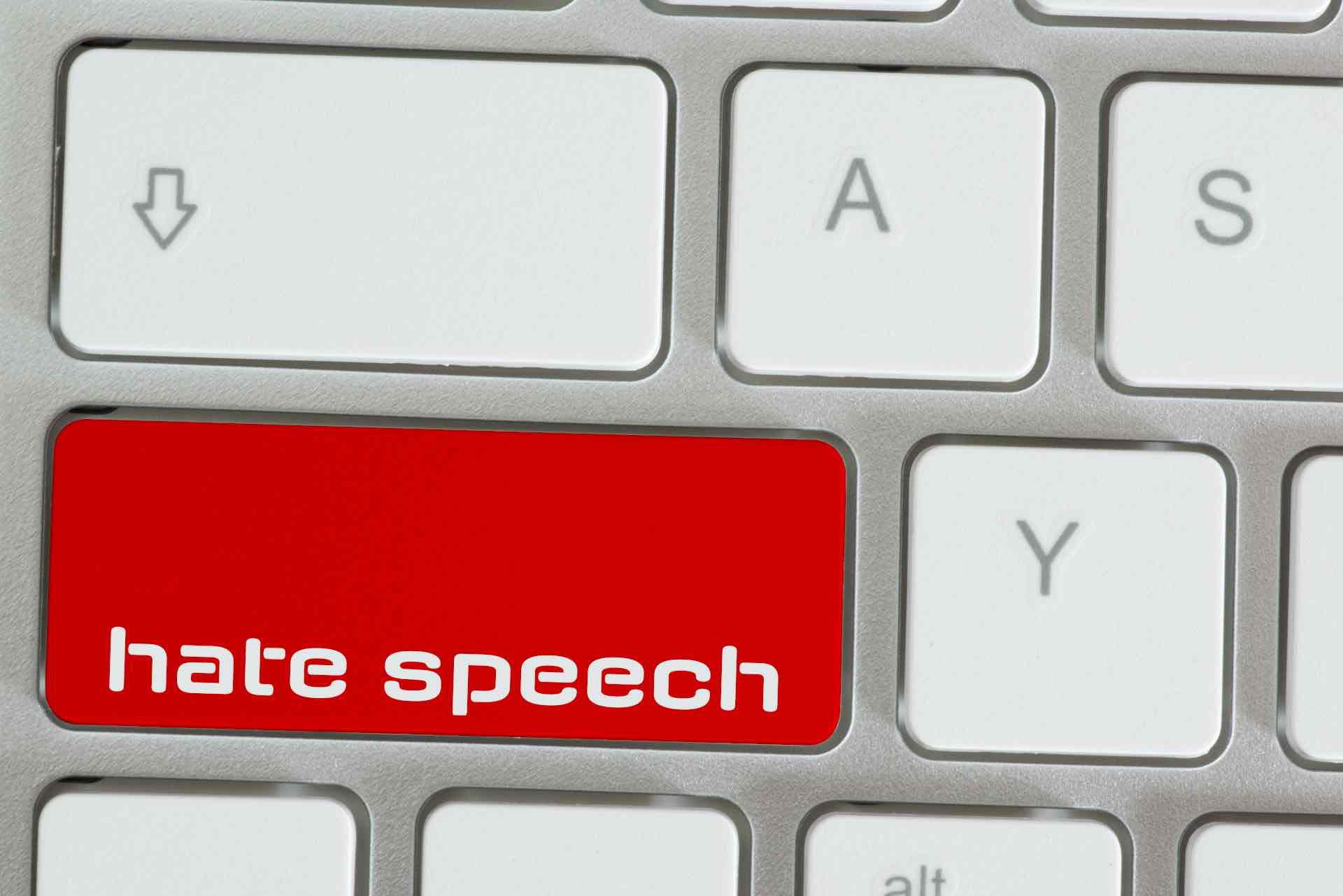 Computer_Tastatur_mit_den_Worten_Hate_Speech
